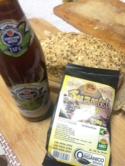 Cerveja Schneider, Pó de café Suzuki e pão multigrãos do Arthur. Tudo comprado no Libre (Bici - Café - Pan) - Pelotas/RS